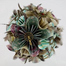Bouquet mariée steampunk rond origami, boutonnière homme et accessoire cheveux assortis