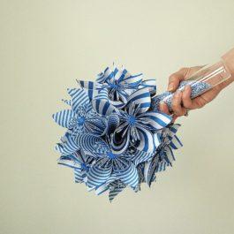 Bouquet mariée origami bleu / blanc en origami et accessoire cheveux